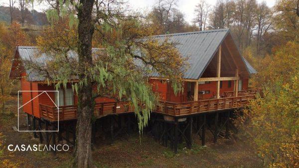 Madera estructuras y exteriores en pino insigne impregnado.