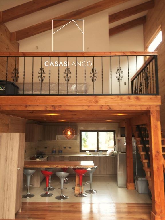 Revestimientos interiores con combinación de madera y vulcanita