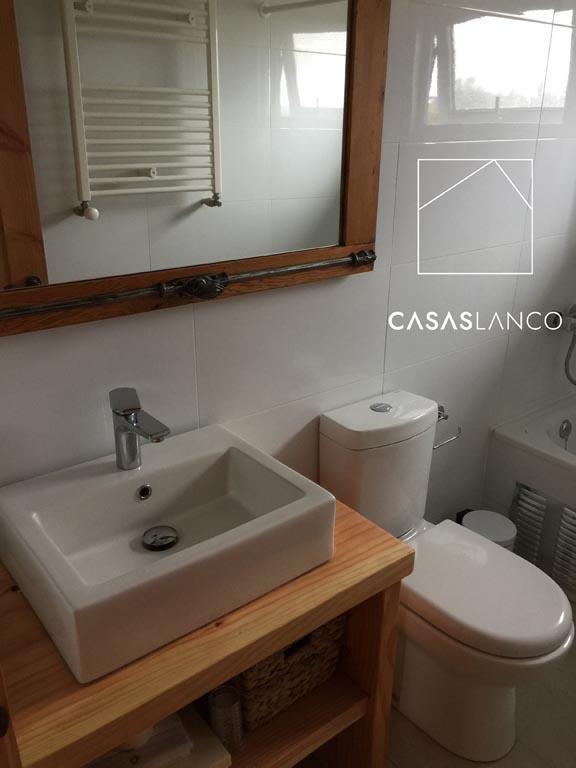 Muros de baños revestidos en cerámica.