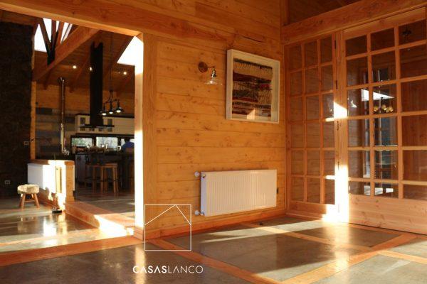 Pavimentos de hormigón pulido y vitrificado con madera incrustada.
